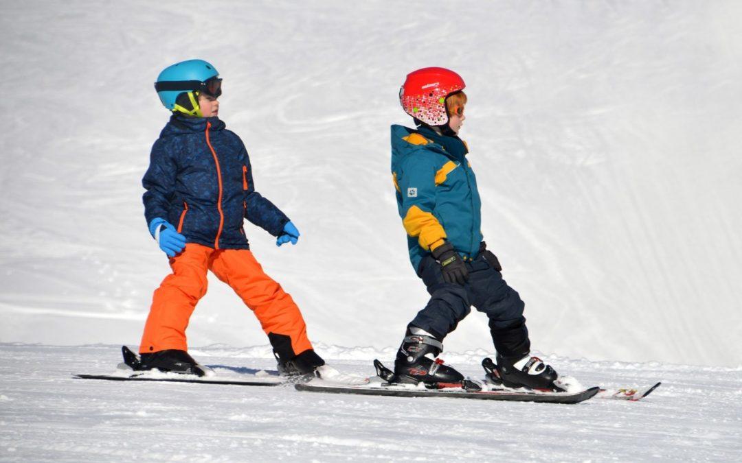 Cómo vestir a un niño para esquiar, las  7 claves que debes tener presentes